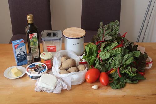 Zutaten für Mangold-Tarte mit Tomaten und Ziegenkäse