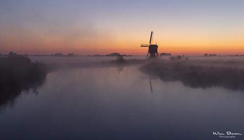 streefkerk fog holland nederland netherlands natuur nature bleskensgraaf broekmolen mist canoneos5dmarkiii canonef1635mmf4lisusm earlymornings wimboon windmill sunrise