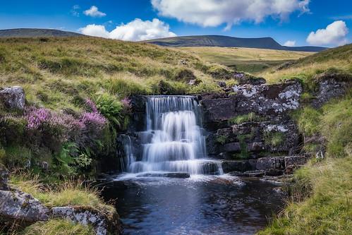 llynyfanfawr fanbrycheiniog blackmountain wales waterfall river tawe ymynydddu heather