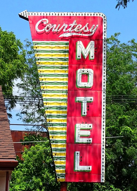 IL, Urbana-U.S. 45 Courtesy Motel Neon Sign