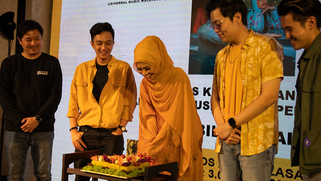Nabila Razali Lancar MV Rasmi PELUANG KEDUA Pilih MK K-Clique Sebagai Hero!