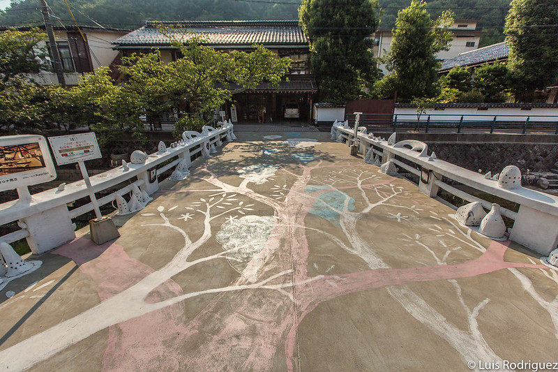 Árbol de la luz en el puente Kira-Kira