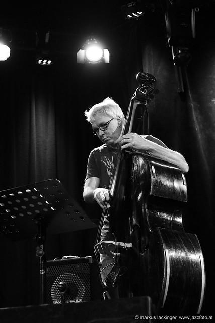 Oliver Steger: bass