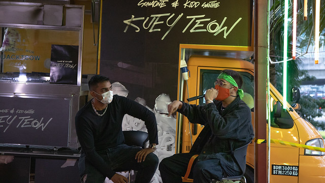SonaOne & Kidd Santhe Belanja Kuey Teow Basah di Sesi Dengar Lagu KUEY TEOW