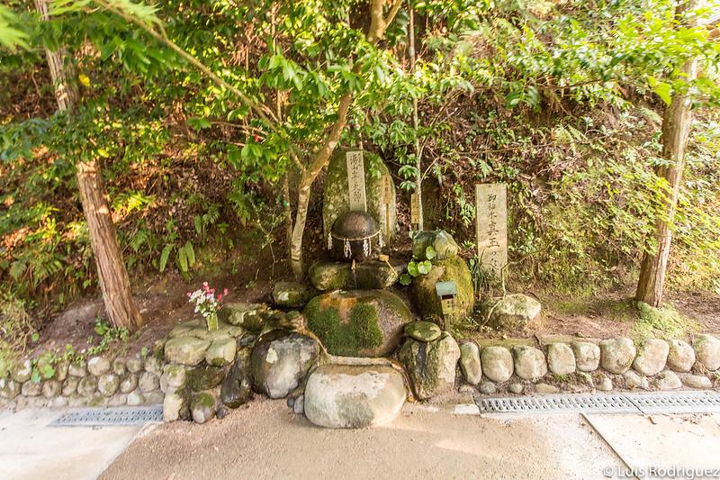 Piedra de los deseos del santuario Tamatsukuriyu