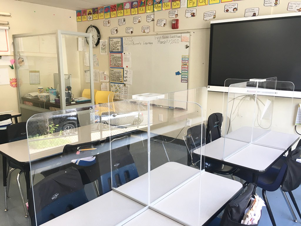 Model classroom with teacher desk partition