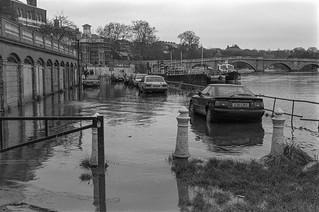 Flooding, River Thames, Richmond, 1988 88-1a-62-positive_2400