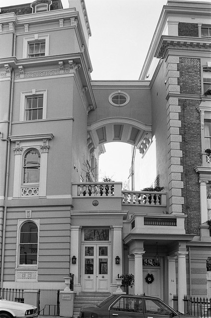 Stanley Crescent, Notting Hill, Kensington & Chelsea, 1988 88-1c-13-positive_2400