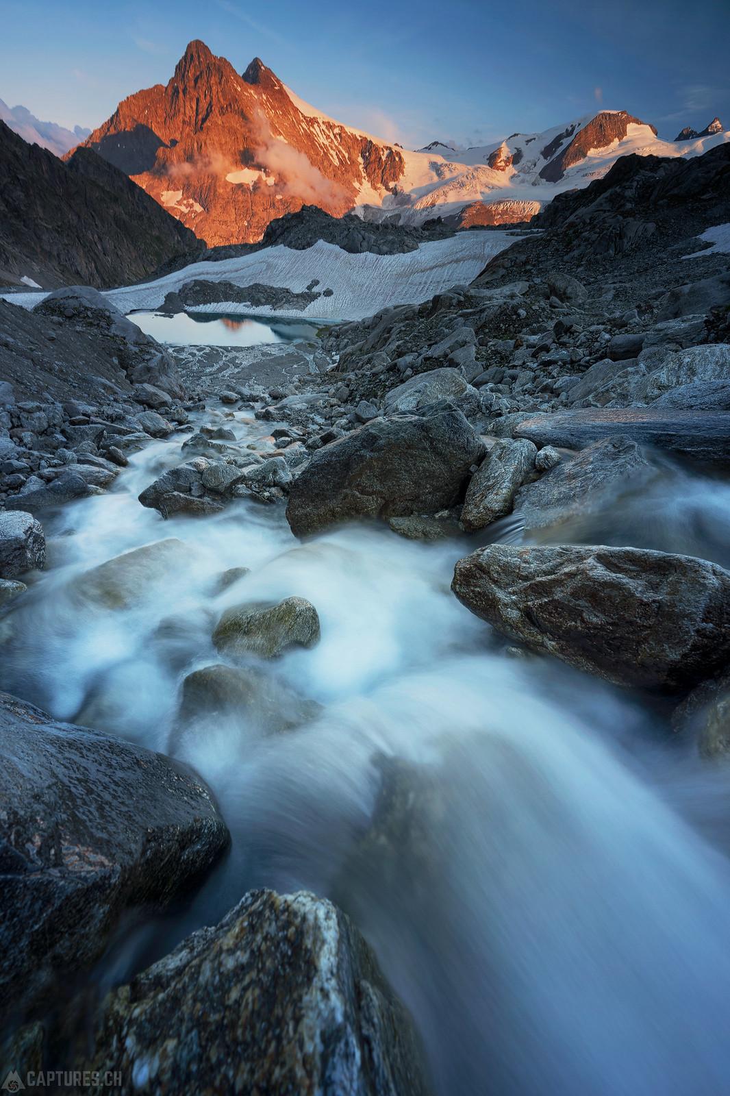 River an red peaks - Sustenpass