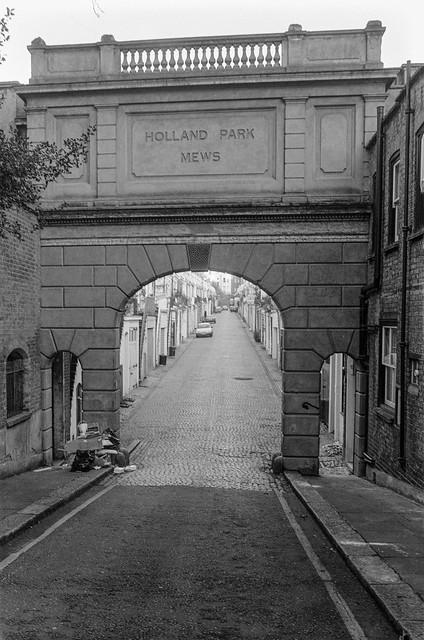 Holland Park Mews, Holland Park, Kensington, Kensington & Chelsea, 1988 88-1d-63-positive_2400