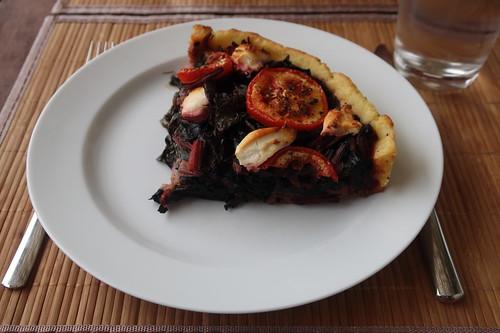 Mein Viertel vom Mangold-Tarte mit Tomaten und Ziegenkäse (aufgebacken)
