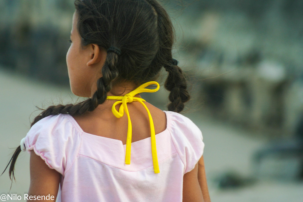 A menina do laço amarelo