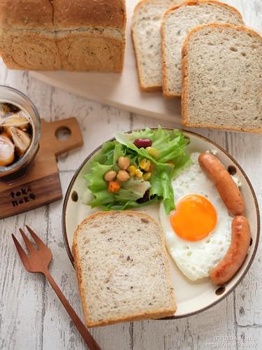 雑穀とシードの食パン 20200816-DSCT6890 (2)