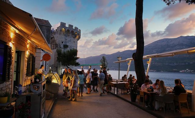 Zakrjan is cosy promenade located along it's Eastern walls of Korčula