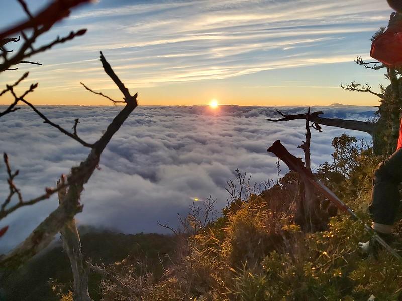 Smangus-beautiful sunrise and sea of clouds