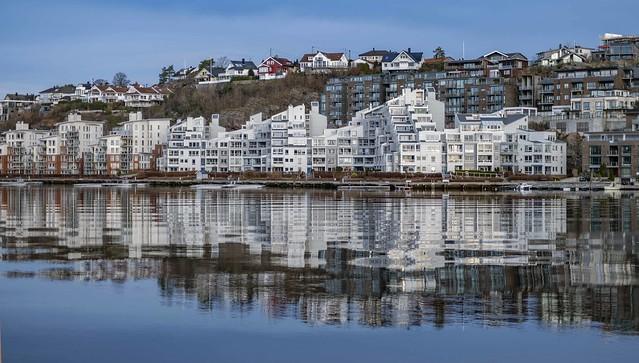 Høyvold brygge by Otra