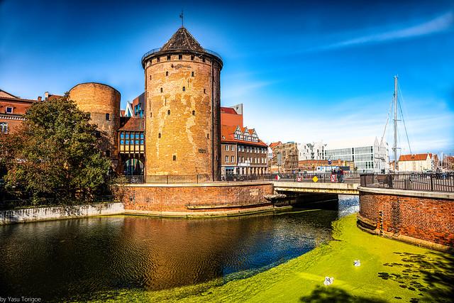 Stągiewna Gate Milk Stągwie - a historic city gate on the Granary Island and the bridge in Gdańsk, Poland. 740-Edit