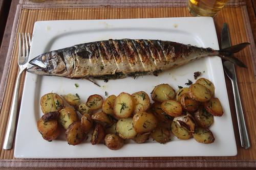 Gegrillte Makrele mit Rosmarin-Bratkartoffeln