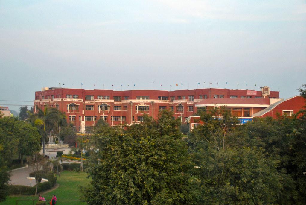 Sekolah Jain Ganaur