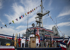Lt. Cmdr. Sam Moffett, commanding officer of USS Ardent (MCM 12), delivers remarks during the the mine countermeasures ship's decommissioning ceremony, Aug. 20. (U.S. Navy/MC3 Kevin C. Leitner)