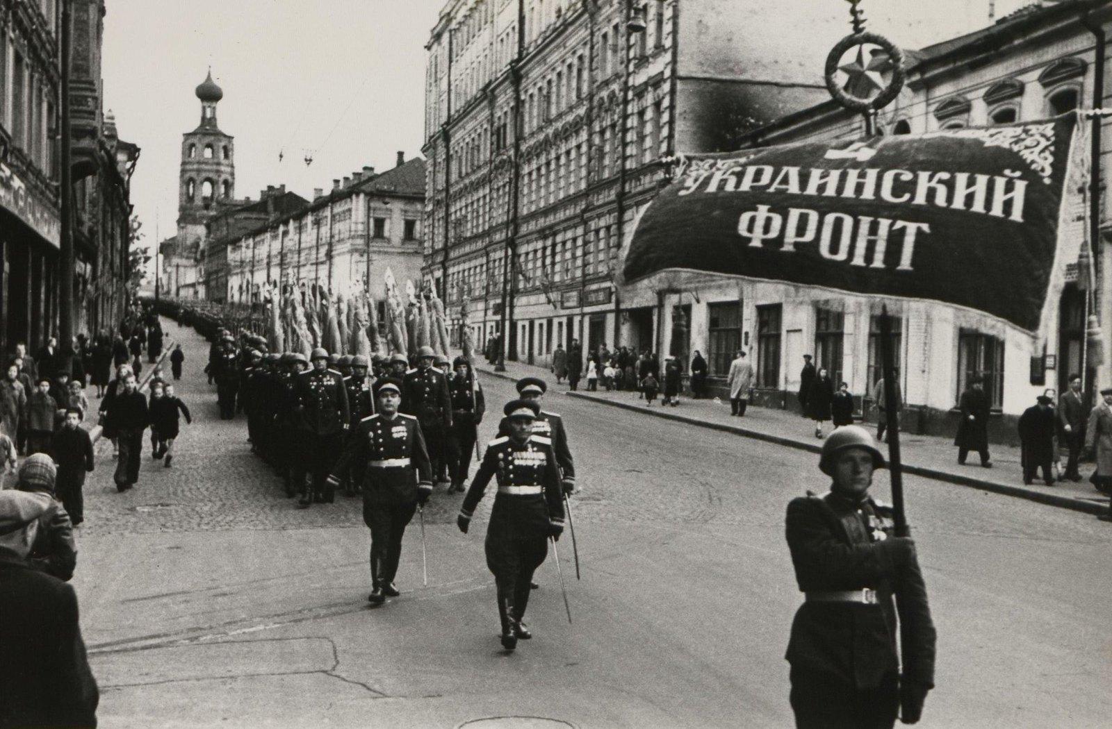 03. Парад частей 4-го Украинского фронта