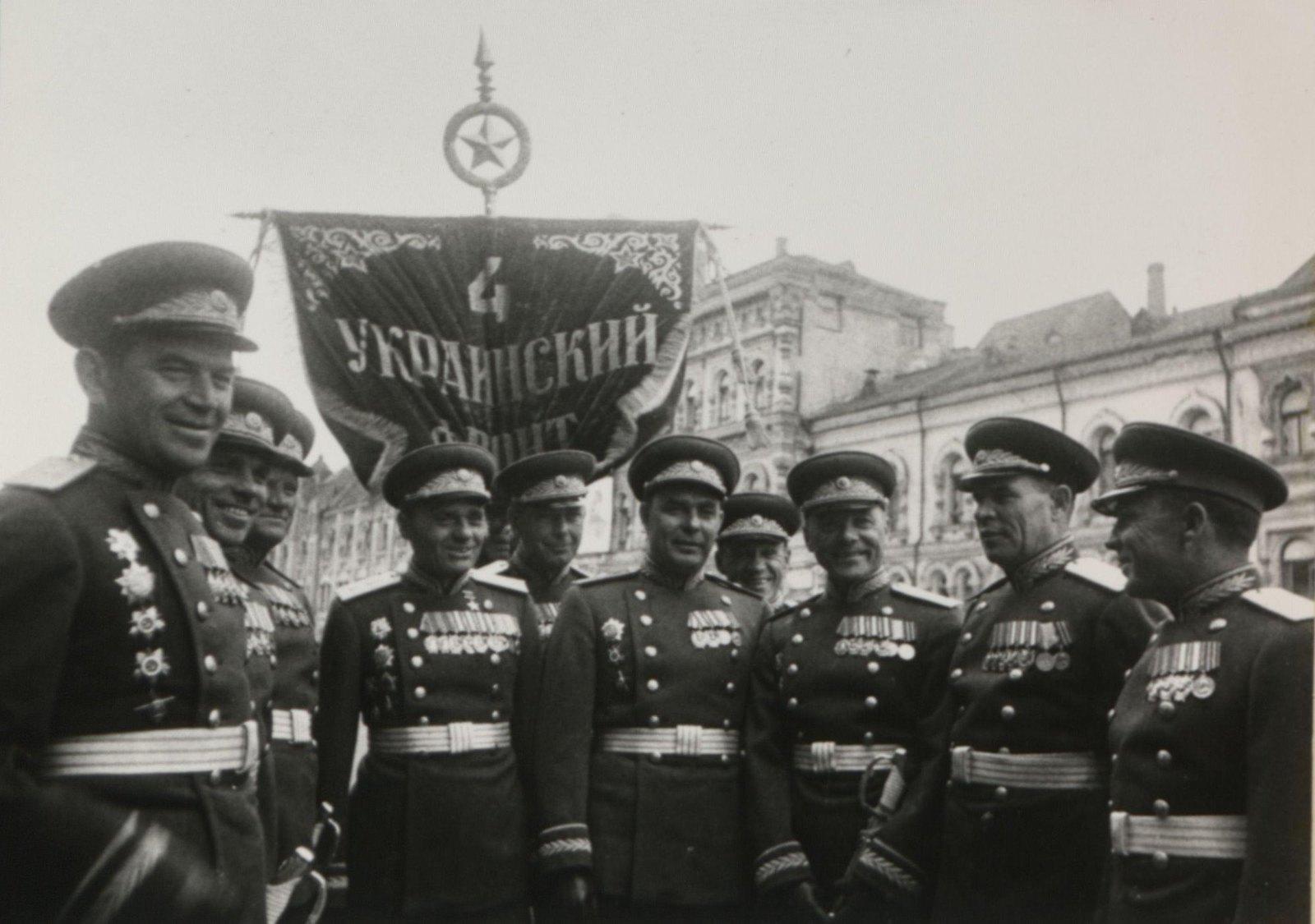 02. Группа командиров 4-го Украинского фронта на Параде Победы. 24 июня 1945