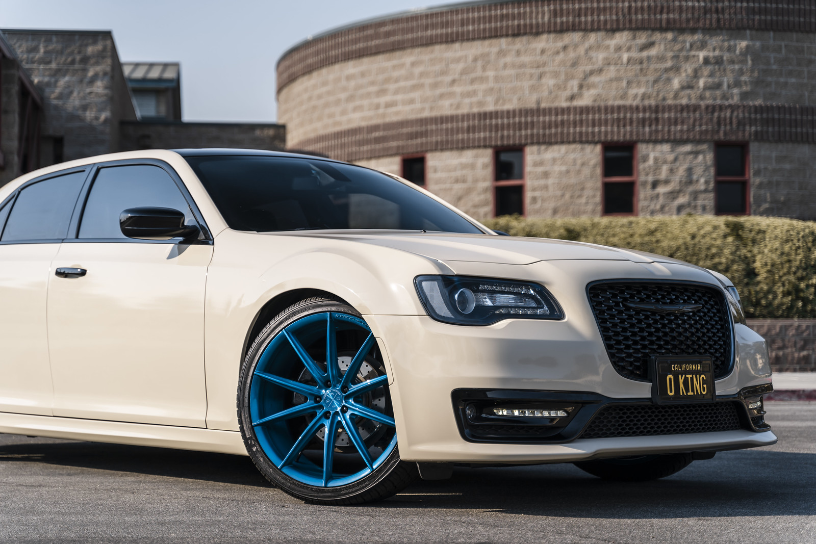2018_Chrysler_300_BD11_Brushed_Blue_1