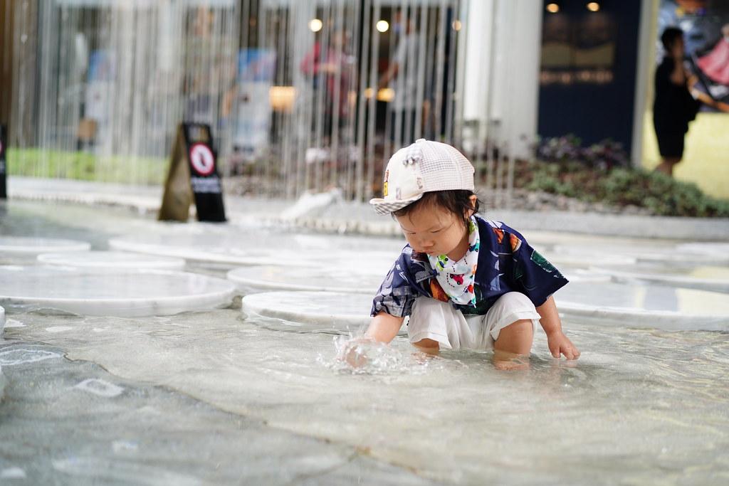 เด็กน้อยสนุกสนานกับสวนน้ำใหม่ เมกาบางนา