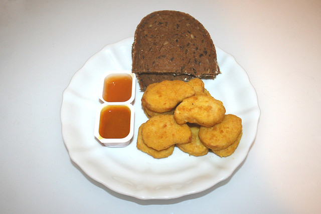 07 - Vossko Chicken Nuggets - Served / Serviert