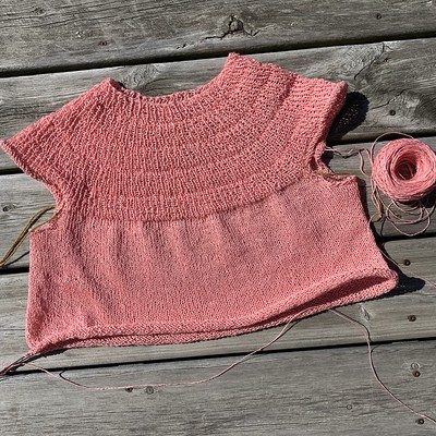 My current WIP is PetiteKnit's Anker's Summer Shirt! Knitting it with Euroflax Linen Sport in Soft Coral!