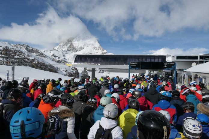 Kalendář školních prázdnin pro lyžaře 2020/21: kdy a kde hledat nepřeplněné sjezdovky