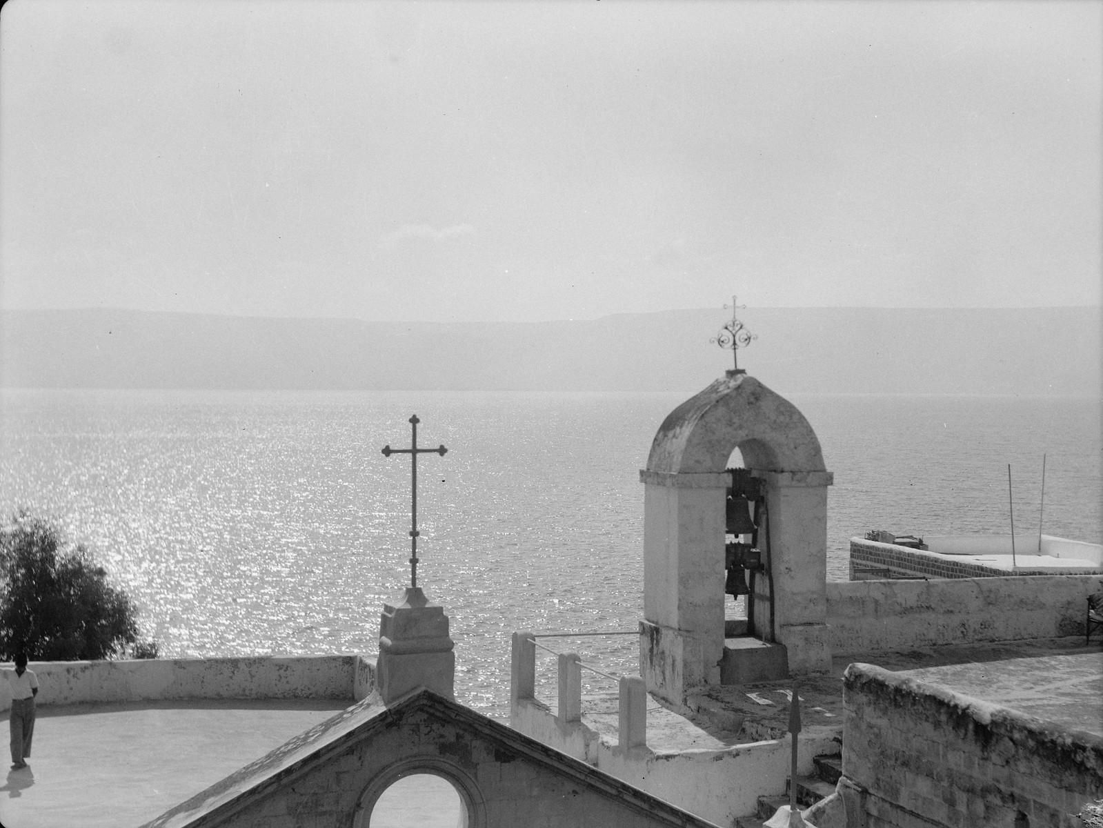 18. Колокольня и церковь на берегу Кинерета