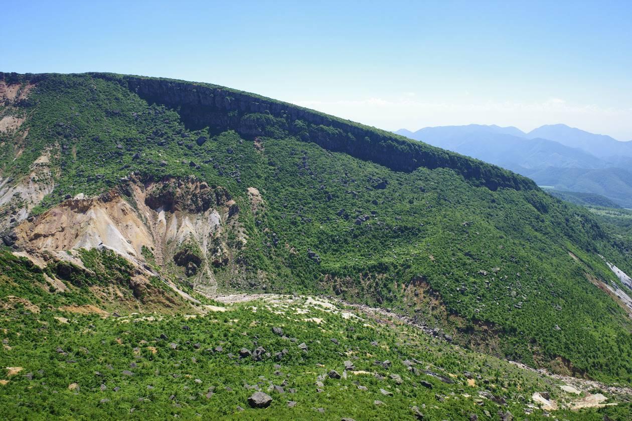 沼尻ルートから眺める断崖絶壁