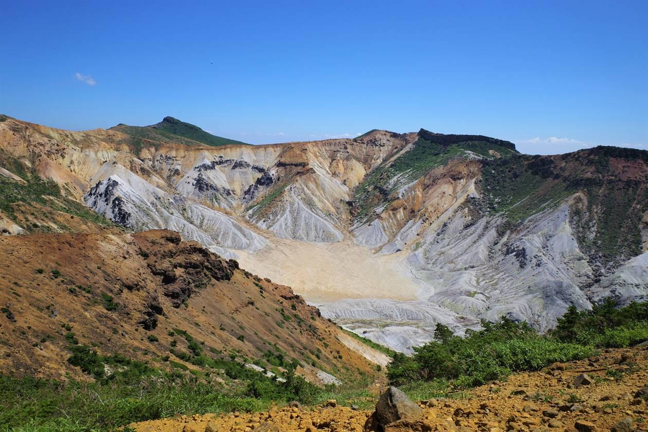 安達太良山の火口風景