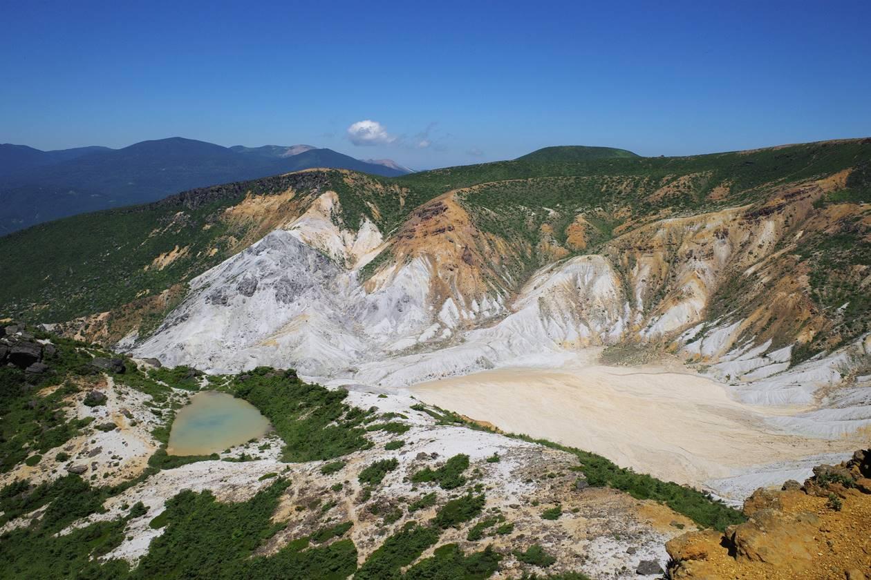 安達太良山登山 名もなき池と火口