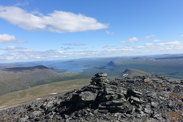 View from Tjeuratjåkka to Nikkaluoka.