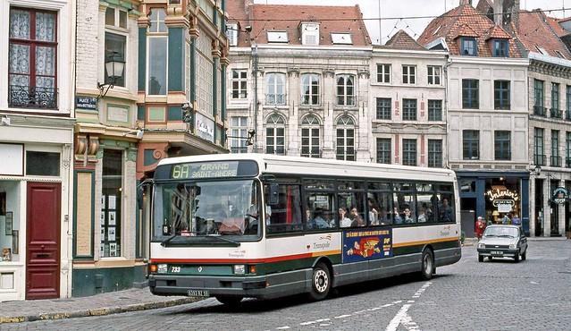 Transpole, Lille: Bus 733 in Place Louise de Bettignes, Lille