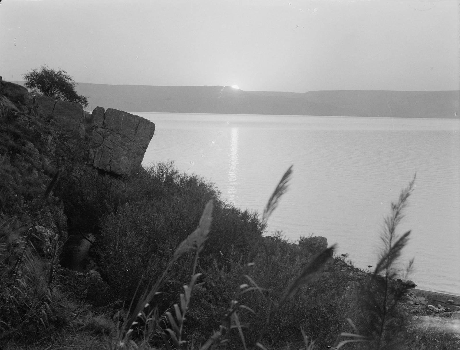 02. Восход солнца над Кинеретом из Табхи
