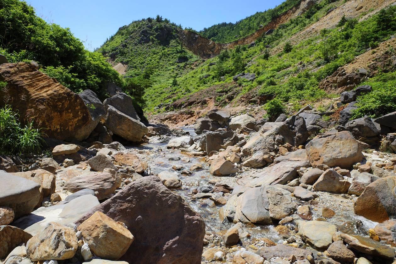 安達太良山・硫黄川に沿って下っていく