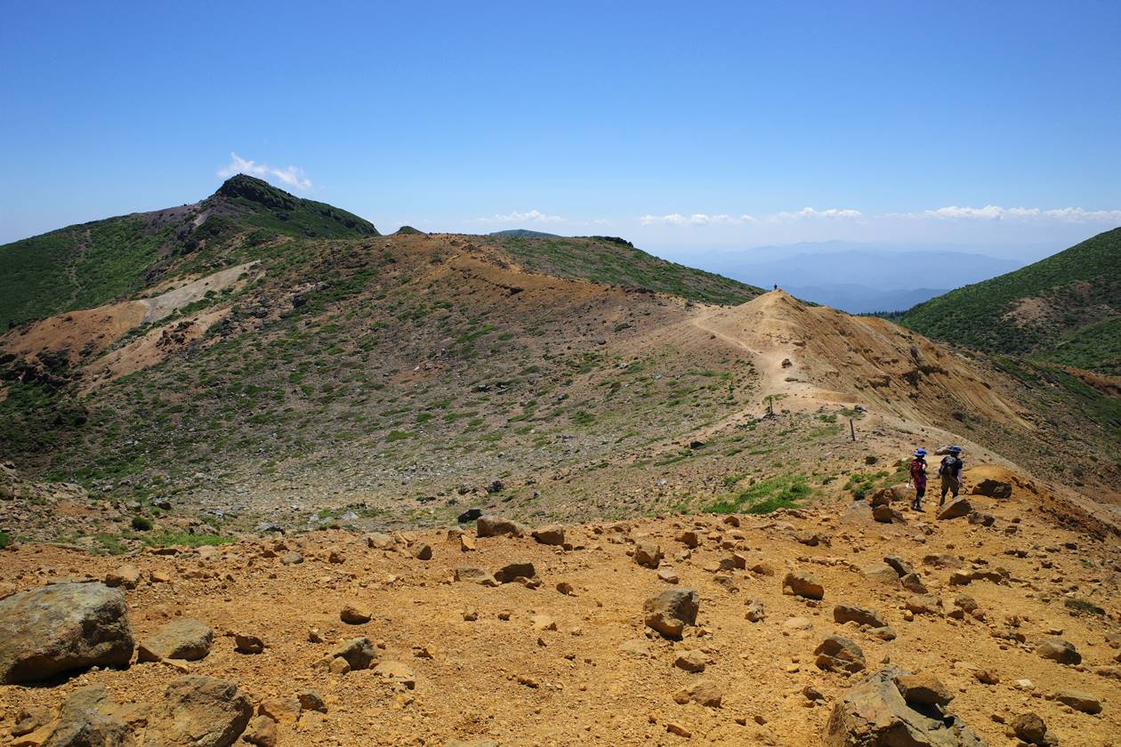 安達太良山 牛ノ背の稜線と山頂