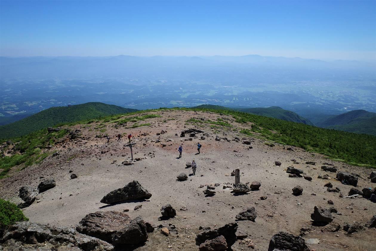 安達太良山山頂の広場
