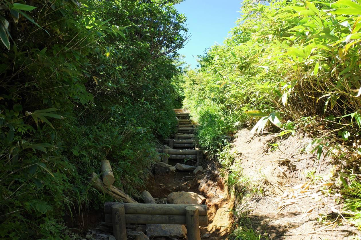 安達太良山 奥岳ルート登山道の階段