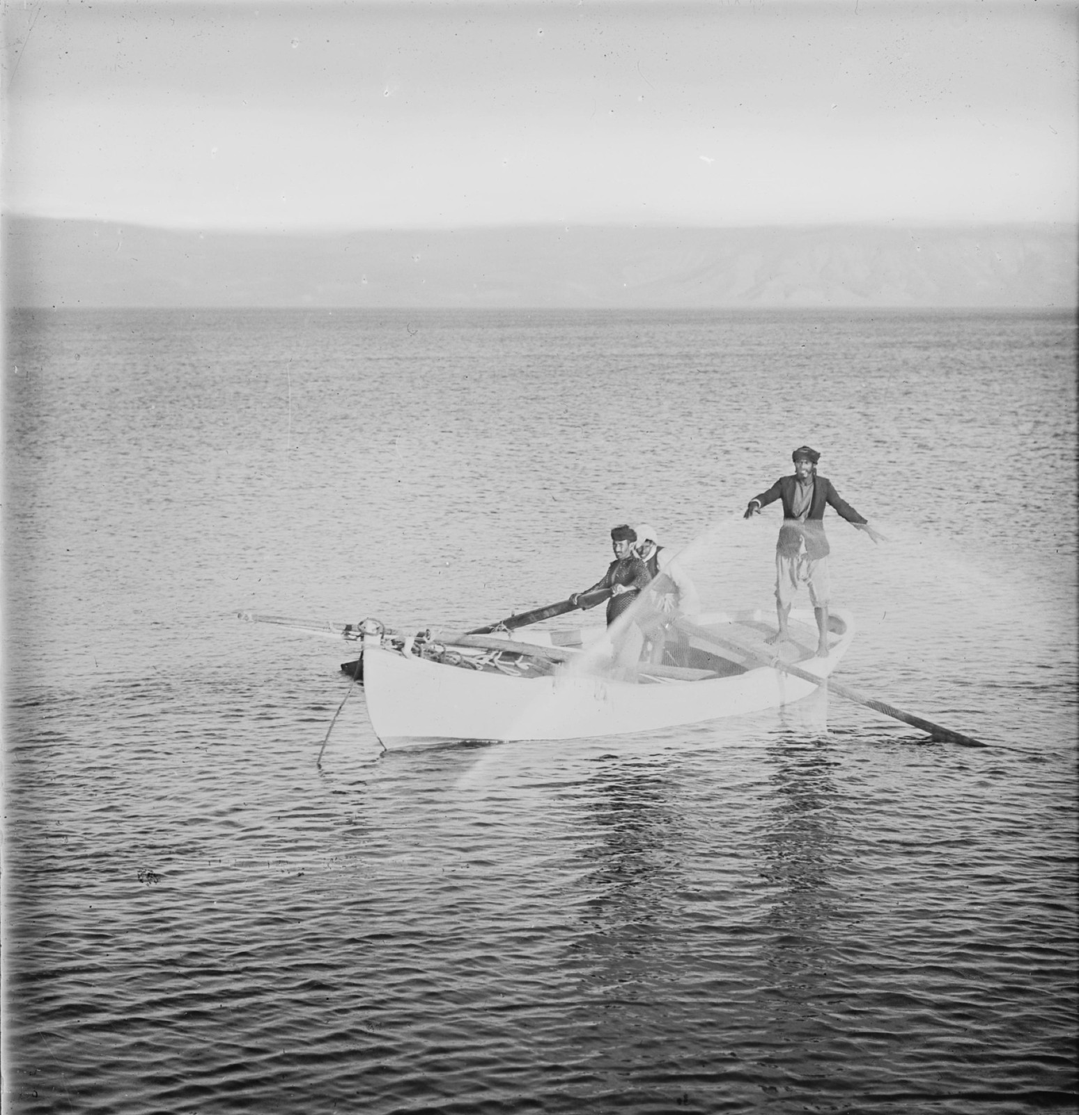 06. Рыбаки забрасывают сеть
