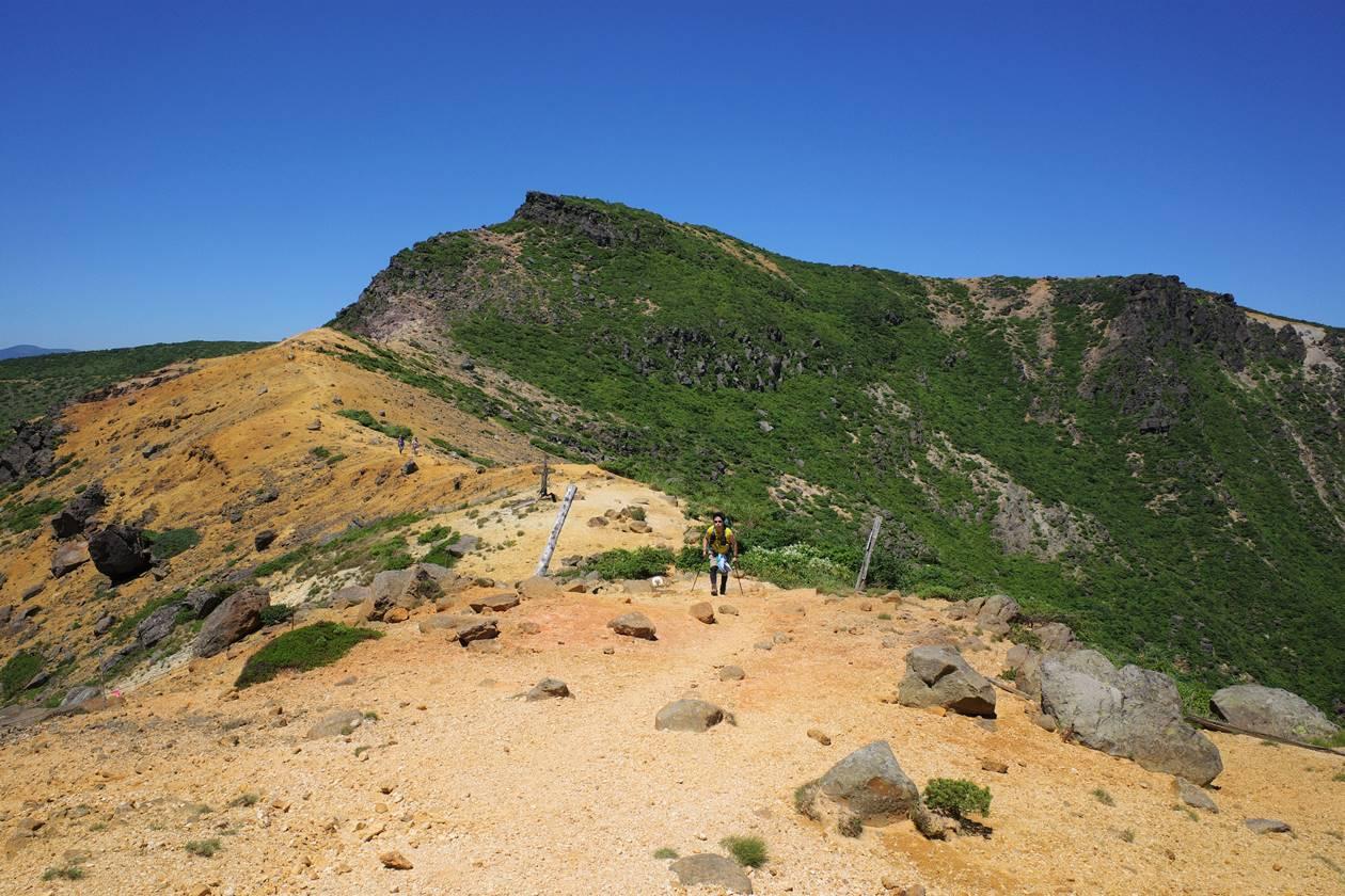 安達太良山 馬ノ背の稜線と鉄山