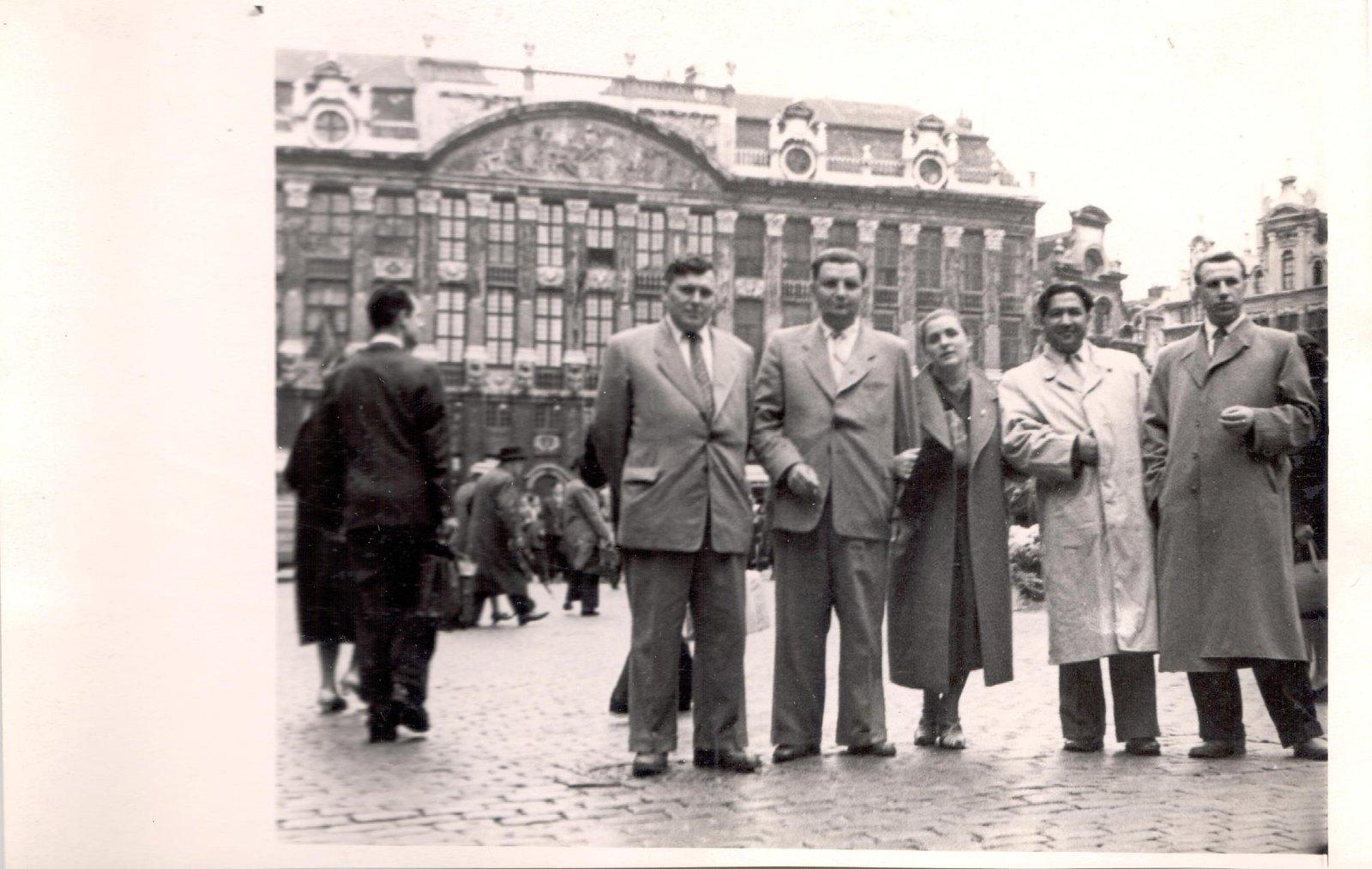 1958. Л.К. Балясная в группе на Всемирной выставке в Брюсселе