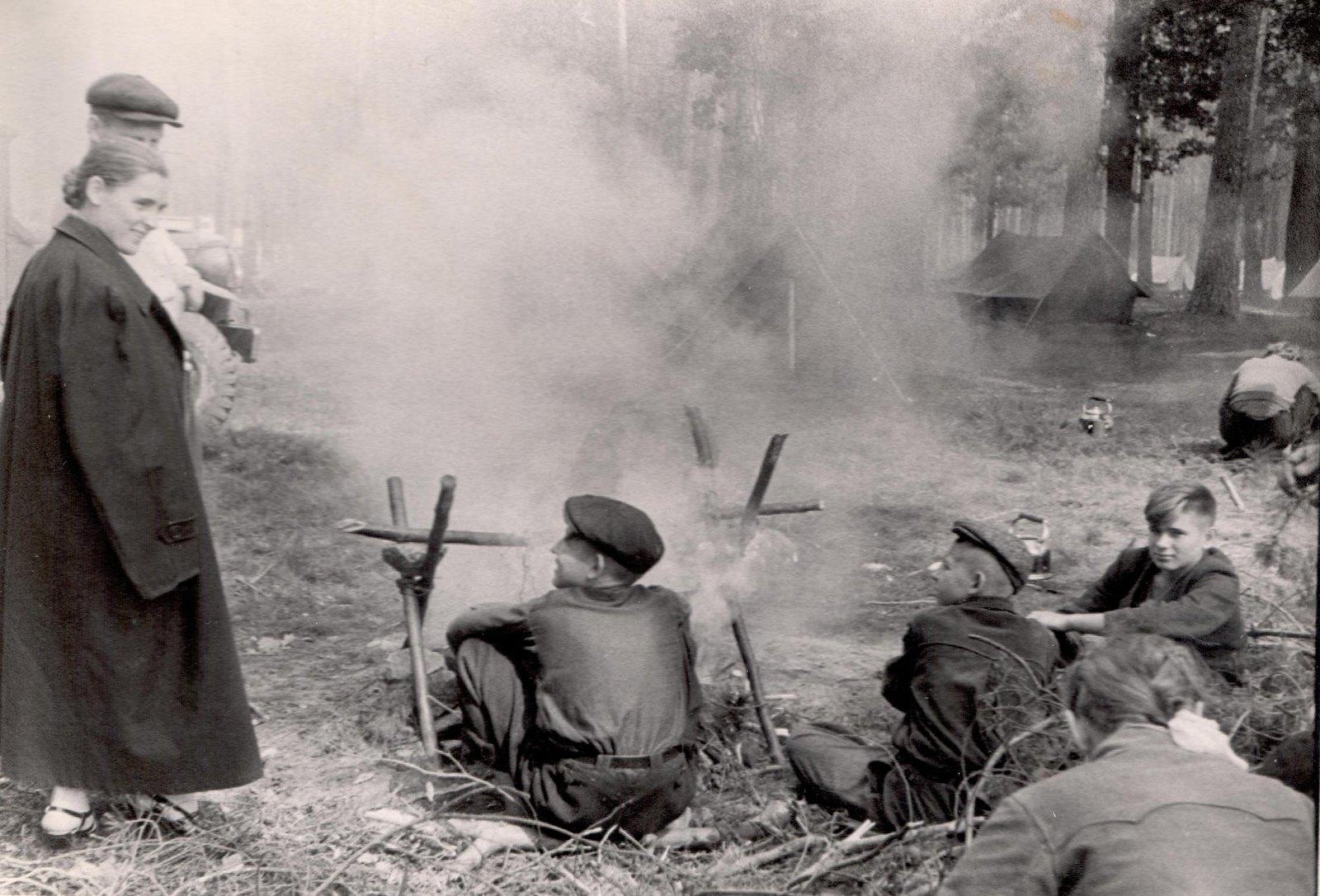 1950-е. Л.К. Балясная в республиканском лагере юных натуралистов под Киевом