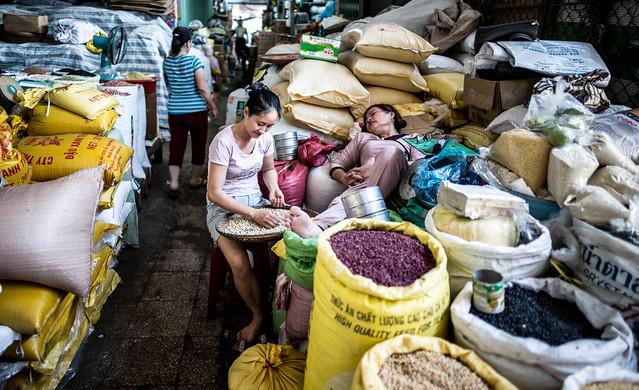 Sleepy in the beans @ Hue market