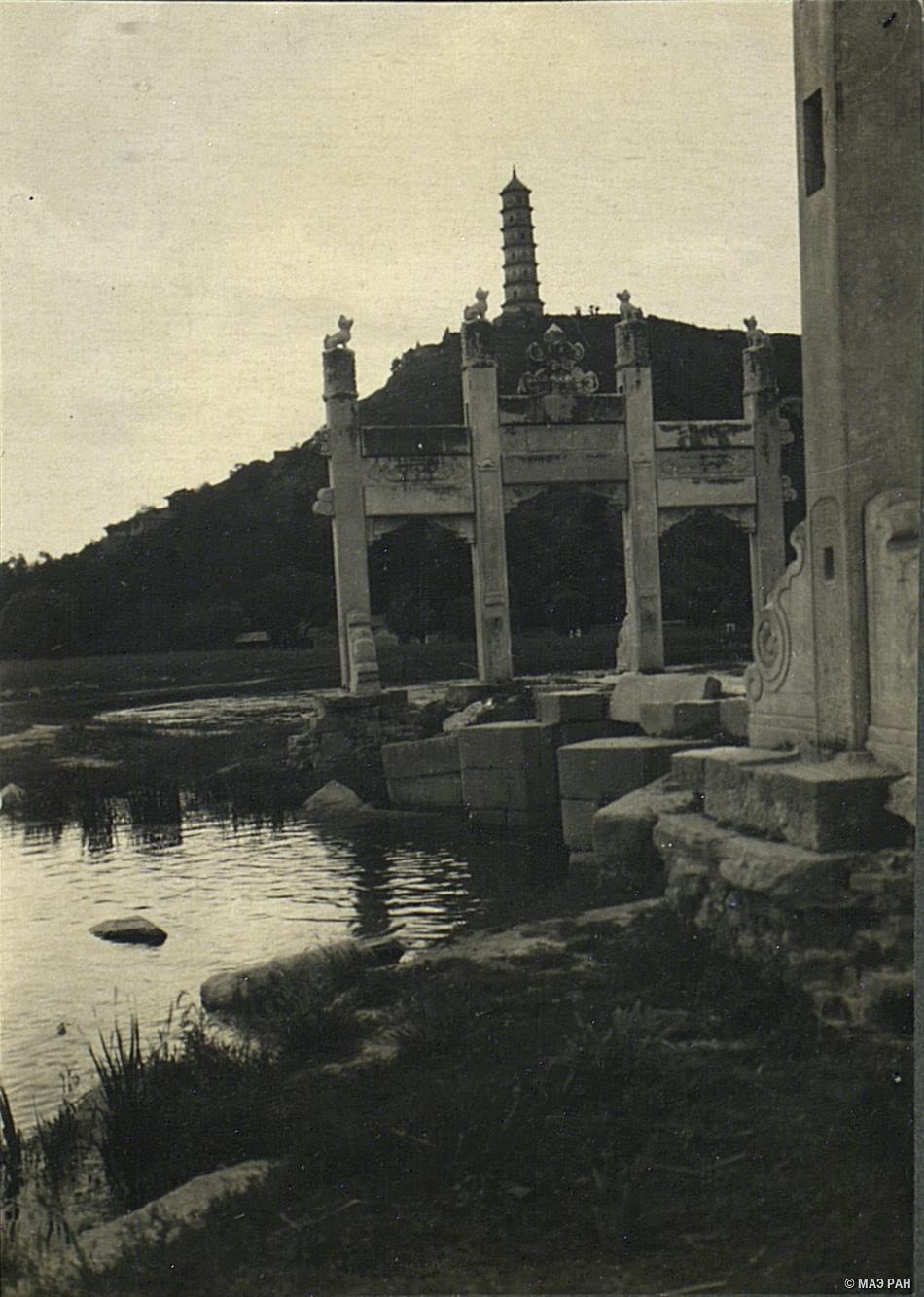 В летнем дворце около Пекина