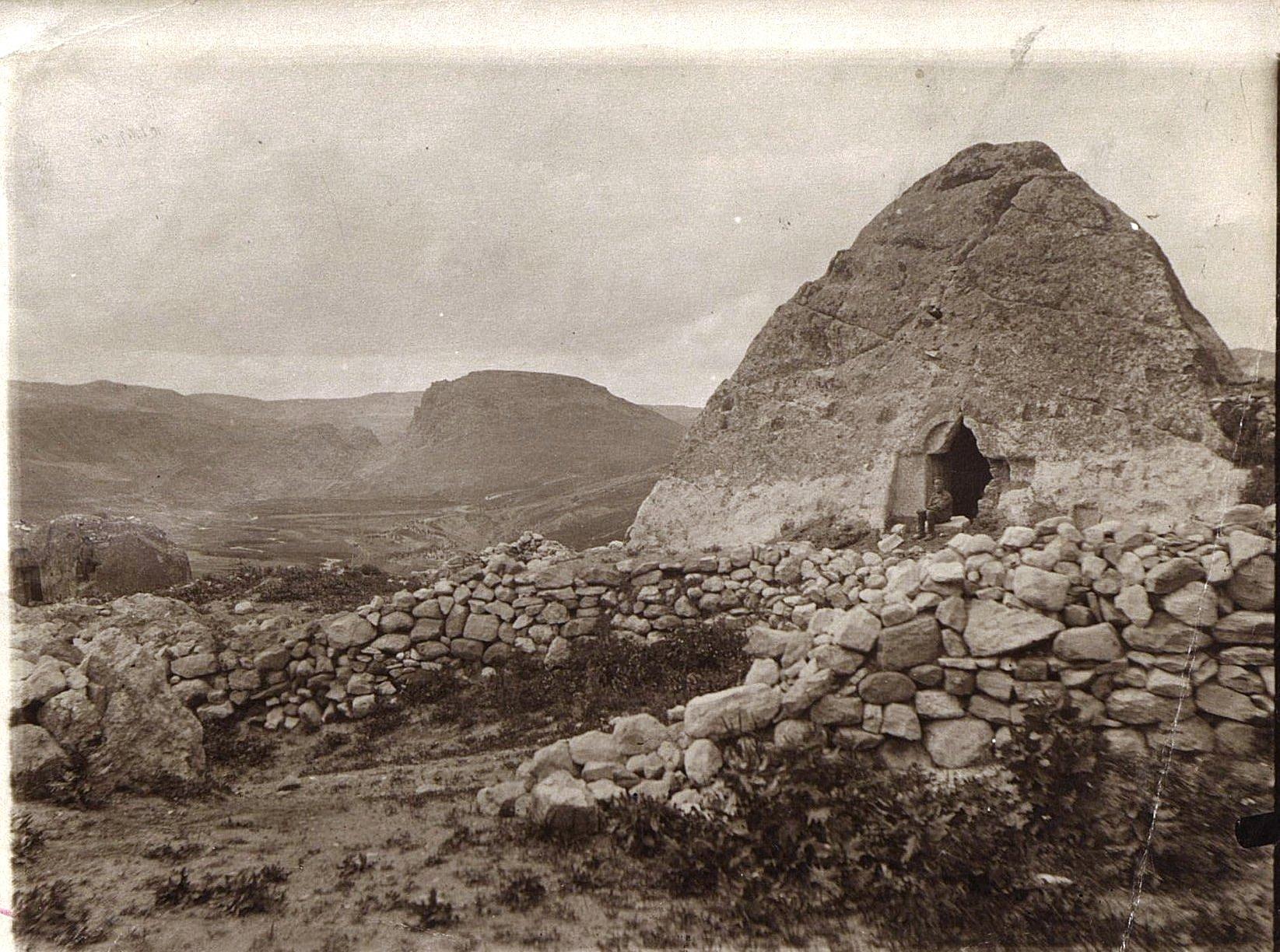 07. Село Меджингерт. Греческий храм