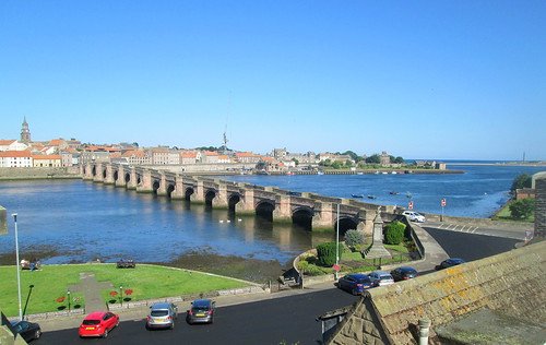 Tweedmouth War Memorial and Berwick Bridge